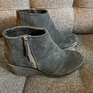 Toms Avery wedge ankle bootie